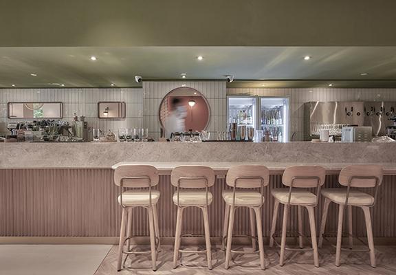餐廳走簡約摩登風格,為喜歡打卡嘅人提供一流構圖背景。
