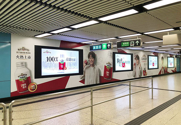 8月 11至31日九龍塘港鐵站大堂有25米大型廣告。