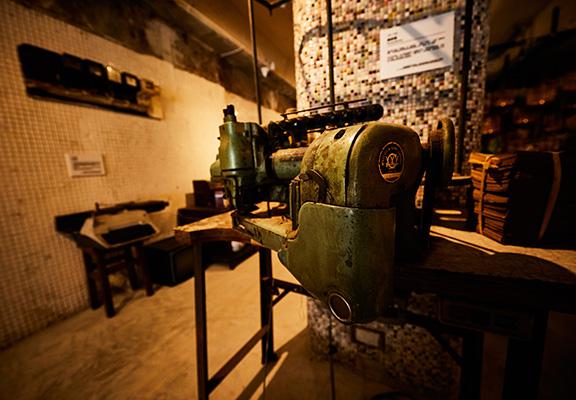 縫紉機,俗稱「衣車」。