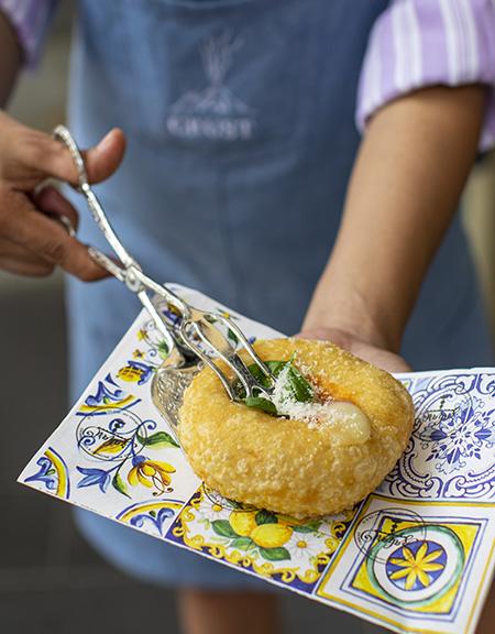 CRUST Sciuscia供應嘅拿坡里街頭小食,在意大利境外基本上難搵到。