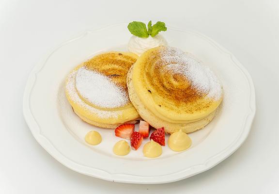 焦糖燉蛋班戟,兩款美味甜品嘅結合,一次滿足兩個甜食願望。