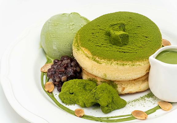 宇治抹茶班戟係人氣之選,加入日本直送蕨餅,造法獨特。