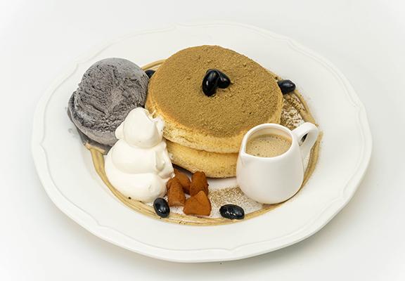 焙茶班戟茶香味濃,帶來另一種甜食享受。